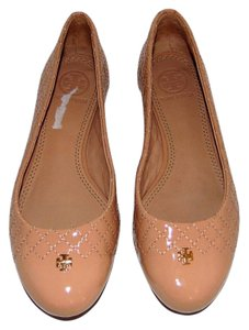 Tory Burch Quilted Nude Patent Leather Ballet Gold Logo Beige Flats
