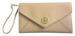 Tory Burch Robinson Envelope Saffiano Leather Women's 33641 Beige Clutch