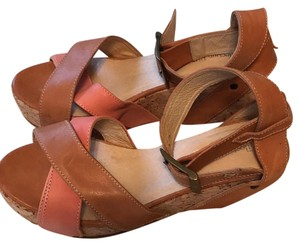 Collection Privee Almond and salmon Wedges