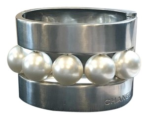 Chanel Runway Silver Brushed Metal Pearl Cuff Bracelet RARE 2015 Collection!