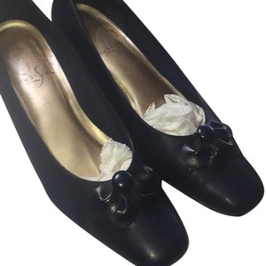 LifeStride Navy Pumps