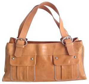 Petusco Shoulder Bag