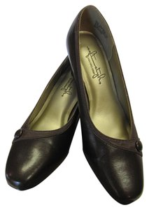 Hush Puppies Padded Footbed Size 5.50 M Excellent Condition Brown Pumps