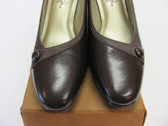 Hush Puppies Padded Footbed Size 5.50 M Excellent Condition Brown Pumps Image 3