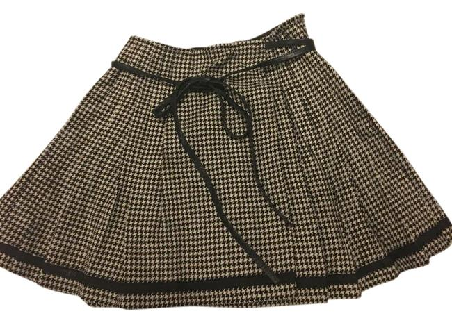Preload https://img-static.tradesy.com/item/20185401/dkny-black-and-cream-plaid-with-leather-strap-wool-cashmere-belt-skirt-size-4-s-27-0-1-650-650.jpg