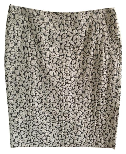 Preload https://img-static.tradesy.com/item/20185884/jcrew-cream-pencil-knee-length-skirt-size-00-xxs-24-0-1-650-650.jpg