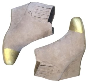 Dolce Vita Suede Cap Toe Wedge Boho taupe Boots