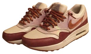 Nike Cream/Tan/Irridecent Athletic