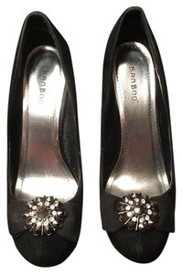 Bamboo Diamond Broach Velvet Black Pumps