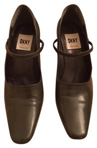 DKNY Made In Spain olive Pumps