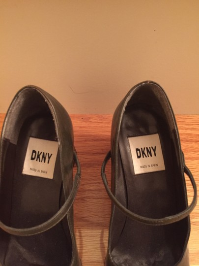 DKNY Made In Spain olive Pumps Image 1