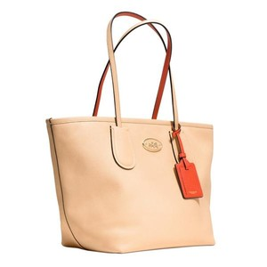 Coach 34355 Taxi Zip Tote in APRICOT/CORAL