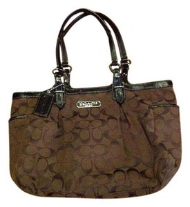 Coach Signature Gallery Tote in Brown