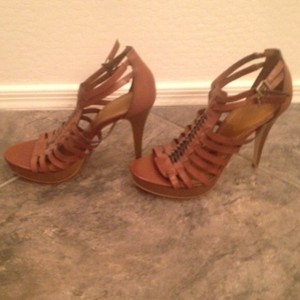 Gianni Bini Brown w/Black lacing Platforms