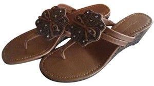 Tommy Bahama Beaded Flower Thong Brown Sandals