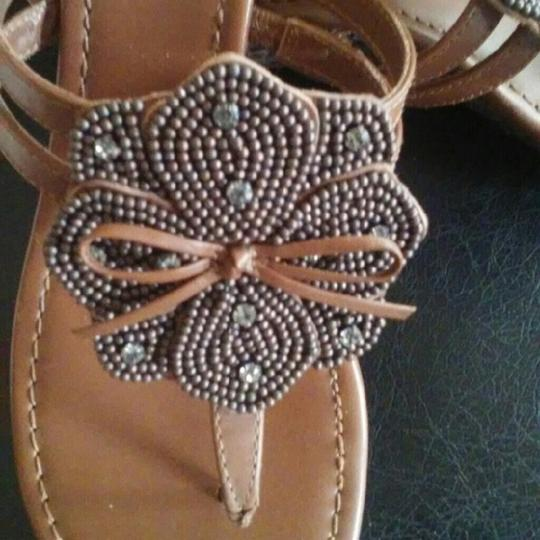 Tommy Bahama Beaded Flower Thong Brown Sandals Image 1
