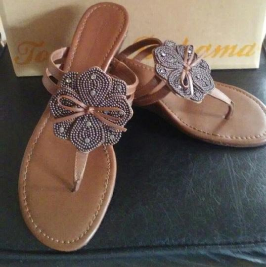 Tommy Bahama Beaded Flower Thong Brown Sandals Image 2