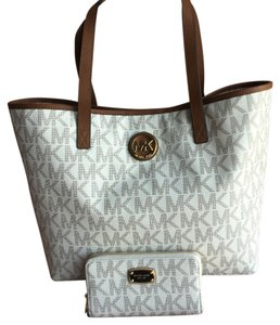 Michael Kors Tote in Vanilla White
