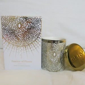 D.L.& Co. White & Gold Soleil Candle - Essence Of Florets Rare Botanic Candle Other