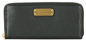 Marc by Marc Jacobs NWT MARC by MARC JACOBS Q' LEATHER SLIM ZIP AROUND WALLET