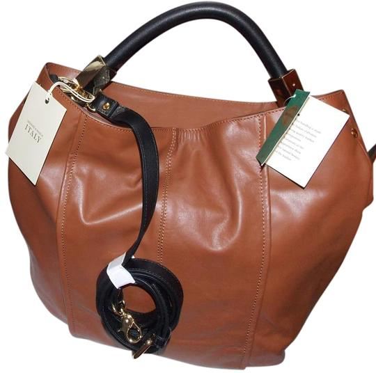 Preload https://img-static.tradesy.com/item/20195839/leather-tote-0-2-540-540.jpg