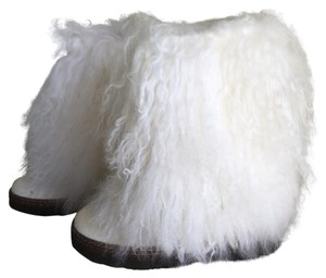 Bearpaw White Boots
