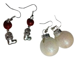 Other New 2 Pair Christmas Earrings Bulb & Stocking J3049