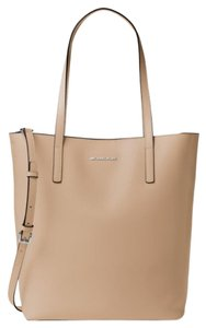 Michael Kors Tote in BISQUE