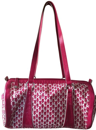 Preload https://img-static.tradesy.com/item/20200892/vera-bradley-honor-roll-round-duffel-pink-and-white-weekendtravel-bag-0-1-540-540.jpg