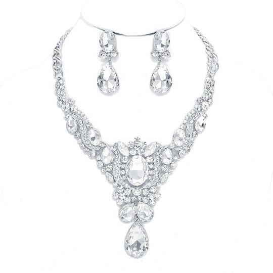 Preload https://img-static.tradesy.com/item/20200999/silverrhodium-clear-rhinestone-and-crystal-teardrops-and-earrings-necklace-0-1-540-540.jpg
