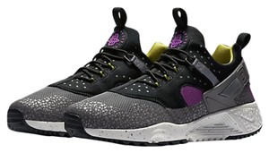Nike Huarache Sneakers Classics Medium Berry & Dark Grey Athletic