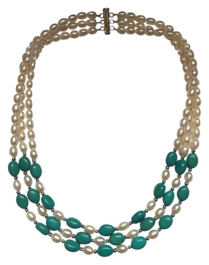 Preload https://img-static.tradesy.com/item/20202084/white-and-tourquois-234567-necklace-0-1-540-540.jpg
