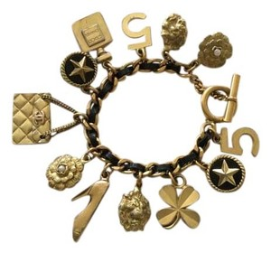 Chanel CHANEL FAMOUS VINTAGE '94A GOLD PLATED CHARM BRACELET