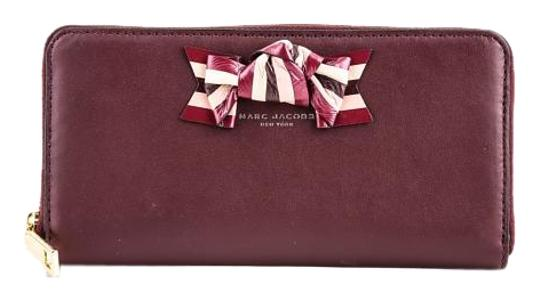 Preload https://img-static.tradesy.com/item/20202660/marc-jacobs-bow-flap-continental-burgundy-leather-zippered-wallet-0-1-540-540.jpg