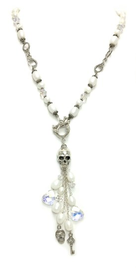 Preload https://img-static.tradesy.com/item/20202818/white-skull-sterling-silver-front-toggle-pearls-necklace-0-0-540-540.jpg