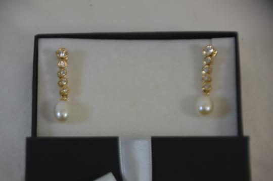 Preload https://img-static.tradesy.com/item/20203014/yellow-gold-150ct-genuine-diamonds-fresh-water-pearl-14k-earrings-0-0-540-540.jpg
