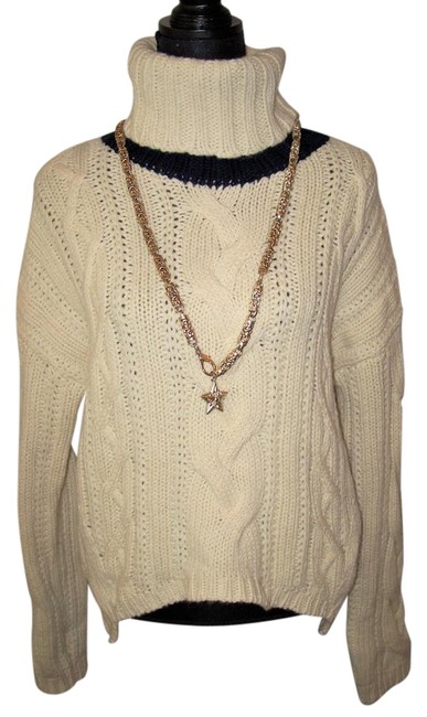 Preload https://img-static.tradesy.com/item/20203494/juicy-couture-new-cora-cable-knit-cream-navy-sweaterpullover-size-12-l-0-1-650-650.jpg