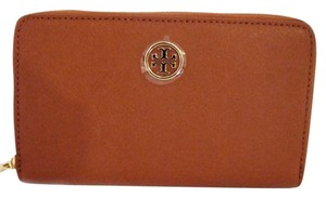 Tory Burch NWT TORY BURCH ROBINSON CONTINENTAL WALLET LUGGAGE