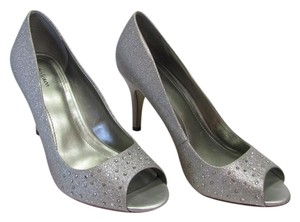 Style & Co Size 8.50 M Rhinestones Very Good Condition Silver Pumps