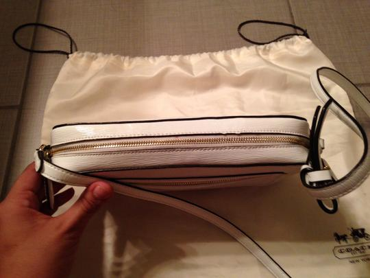 Coach Patent Leather Gold Hardware Cross Body Bag Image 2