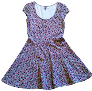 Preload https://item5.tradesy.com/images/divided-by-h-and-m-floral-short-casual-dress-size-10-m-202059-0-0.jpg?width=400&height=650