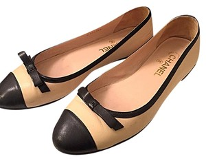 Chanel Ballerina Biege Leather Beige Flats