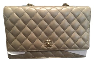 Chanel Lambskin Flapbag Pearl Gold Hardware Cross Body Bag