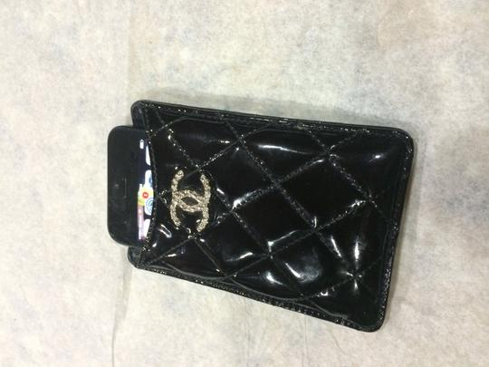 online retailer 1d5d1 97fb1 Chanel Black Patent Leather Quilted Iphone Case Cc Logo Tech Accessory 51%  off retail