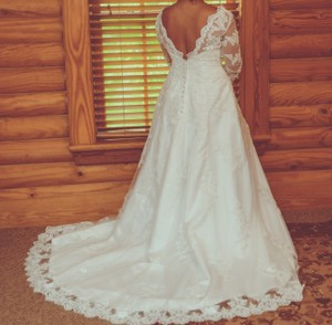 Vintage Style Lace With Plunge Backline Wedding Dress