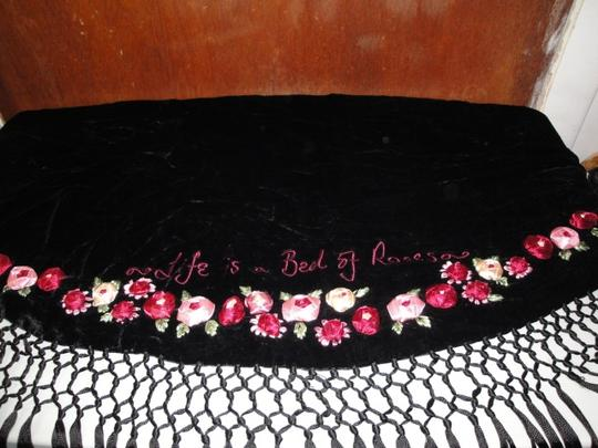Lulu Guinness Womens Lulu Guiness Life is a Bed of Roses Black Velvet Ribbon Roses Flowers Shawl Scarf Wrap Image 11