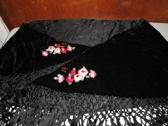 Lulu Guinness Womens Lulu Guiness Life is a Bed of Roses Black Velvet Ribbon Roses Flowers Shawl Scarf Wrap Image 8