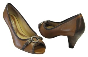 Naturalizer Brand New Size 7.50 M Leather Excellent Condition Light and Dark Brown Pumps