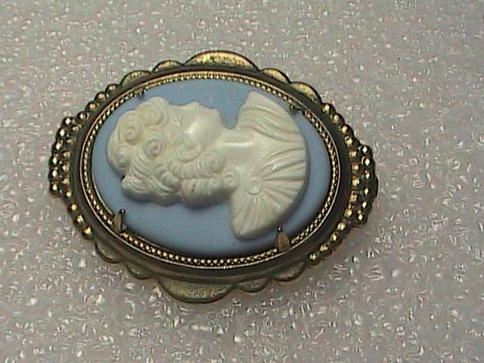 Vintage Blue & White Gold Filled Cameo Brooch Image 5