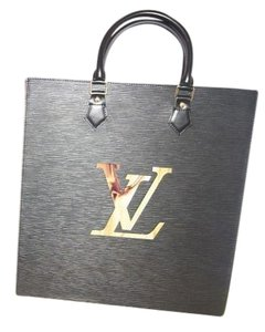 Louis Vuitton Tote in black